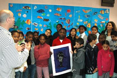Joe Bunni avec les enfants de l'école Pierre de Coubertin